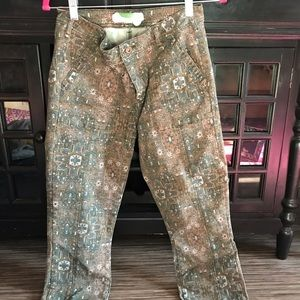 Green cropped pants